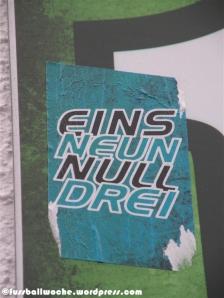 """Aufkleber """"EinsNeunNullDrei""""."""