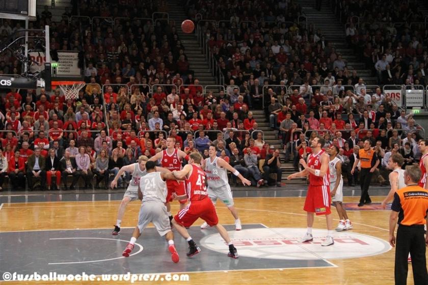 Freiwurf Homan beim Spiel des FC Bayern München bei den Brose Baskets am 7. Februar 2013.