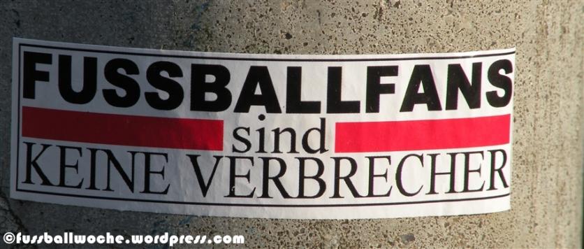 """Aufkleber """"Fussballfans sind keine Verbrecher"""""""