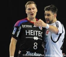 Preiß und Vuckovic diskutieren eine Schiedsrichterentscheidung.