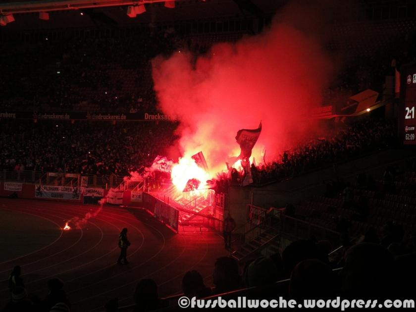 Pyro-Aktion der Löwen-Anhänger (1. FC Nürnberg - TSV 1860 München am 9. Dezember 2014)