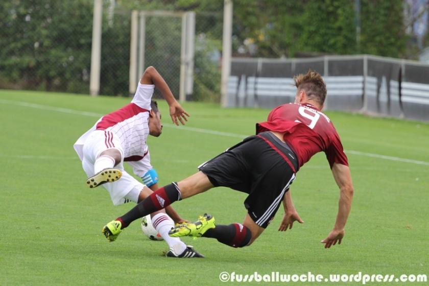 Club-Profi Kutschke lief im Testspiel der U21 des 1. FC Nürnberg auf den Kapitän von Al-Wahda auf und räumte ihn unsanft ab (1. FC Nürnberg II - Al-Wahda am 04.08.2015)