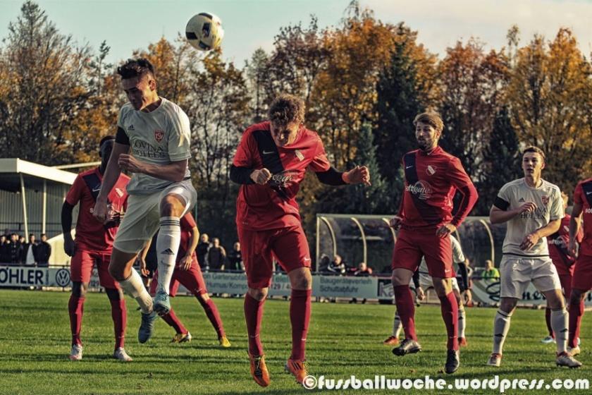Kopfballduell (TSV Kornburg - ATSV Erlangen am 29.10.2016).